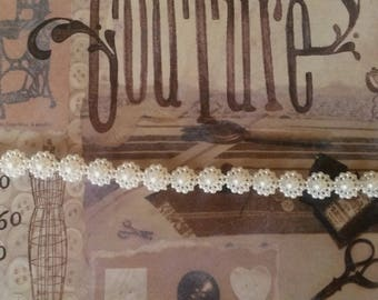 White pearls in the shape of flowers Ribbon