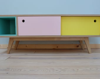 Small enfilade storage room for children