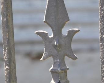 Grey Garden Post