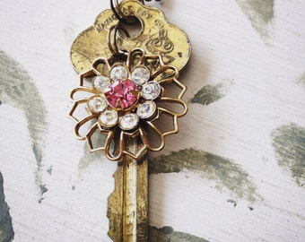Key and Broach, Necklace