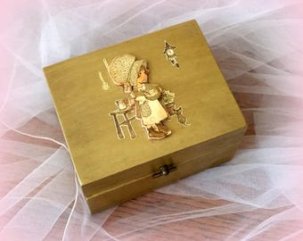 70s HOLLY HOBBIE Wood Box - Sweet Dimensional Figures - Antiqued Green - Such Memories