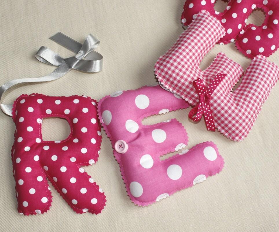 guirlande pr nom chambre b b blanc rose banderole de. Black Bedroom Furniture Sets. Home Design Ideas