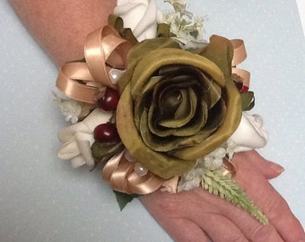 Wrist corsage. Wedding / prom , mother of the bride / groom.