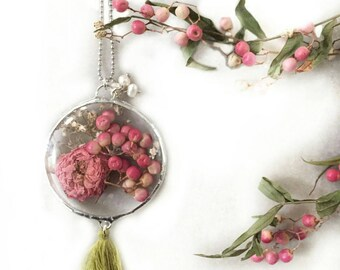 Necklace with pink GYPSOPHILIA and pink pepper, necklace with flowers, necklace with real roses, necklace with dried flowers, necklace with real flowers, pepper