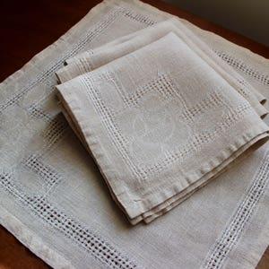 Vintage Linen Napkins Four 4 Lunch Dinner Openweave Unbleached Cloth Rustic 4 Rose Floral Natural