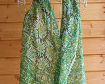 Vintage scarf in green floral pattern