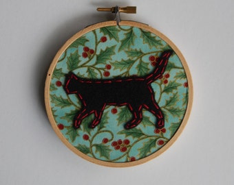 "4"" Holiday Cat Prowling Embroidery Hoop Ornament"