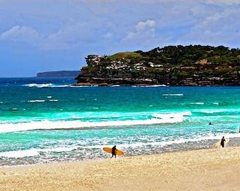 Bondi Surfer - 11 x 14 Foto Bondi Beach Pop Surreal modernen Ozean Australien Surfen von Künstler signiert
