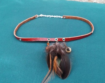 Furiosa - Leather, feathers and nut necklace