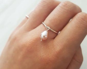 Einzigartige Perle Ring, einfache perlenring, Juni Geburtsstein Ring, zierliche Ringe, zierliche perlenring, zarte Perle Ring, minimalistische perlenring