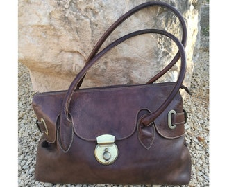 Great quality leather shoulder bag. Sturdy leather bag.