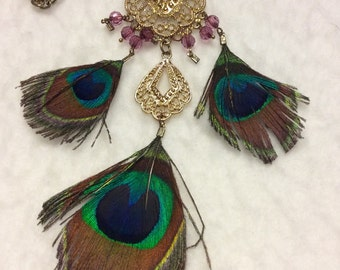 Vintage 1960's peacock feathers gold filigree medallions drop dangle necklace
