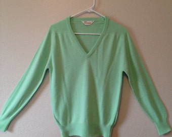 Vintage 70s Mint Green Sweater / Light Green V-neck Sweater / Vintage 1970s Seafoam Green Sweater / Vintage Green Sweater