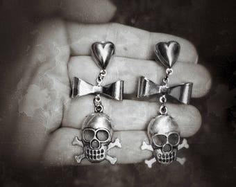 Piratess Female Pirate Jolly Roger skull and crossbones hearts and bows Goth Earrings, Halloween Costume, twee girly cosplay