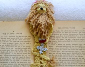 crochet bookmark DIY pattern cowardly lion, wizard of Oz, unique thread crochet bookmark instructions, shadow box art diy, home deor diy