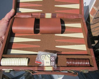 Vintage '70- BACKGAMMON GAME in travel fx Leather case w. directions.