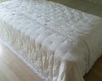 White linen blanket, Linen Quilt, linen comforter, white quilt, white comforter w. lace, sumptuous soft, 90x95 ample size for queen king bed