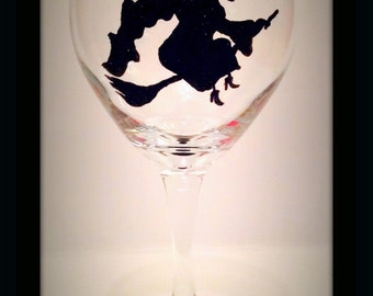 Halloween Hand Painted Wine Glasses, Witch Wine Glasses, Halloween Wine Glasses, Halloween Party, Glasses with Witches, Witch Costume Glass