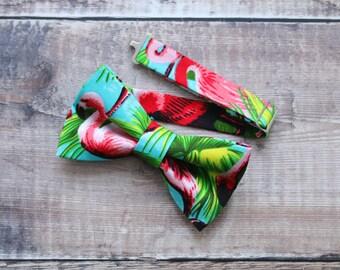 Bow Tie. Flamingo Bowtie. Men's Bowties. Palm Print Bowtie. Hawaii Bowties. Funky bowtie. Tropical bowtie, Retro Bowties.