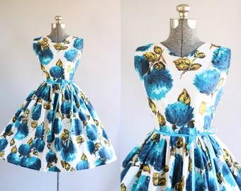 Jahrgang 1950 Kleid / 50er Jahre Kleid Baumwolle / blau Floral Print-Kleid mit Bindeband Taille M