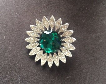 Vintage Sarah Coventry Signed KATHLEEN brooch faceted Emerald colored stone with clear rhinestones in silvertone