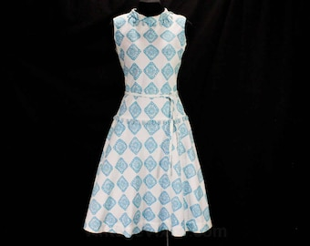 Size 6 1950s Sun Dress - Turquoise Blue & White Faux Quilted Cotton - Novelty Dangles - 50s Early 60s Sleeveless Frock - Bust 34 - 49472