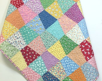 Baby Girl Quilt-1930s Style Windmills-Baby Nursery-Crib Bedding-Crib Quilt-Old Fashion Charm-1930 Feed Sack-Patchwork Tumbler