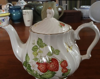 Vintage Queens Rosina Virginia Strawberry Fine Bone China Teapot. Made in Romania. Never used!