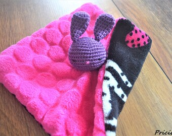 Flat blanket, pink rabbit head fuschia