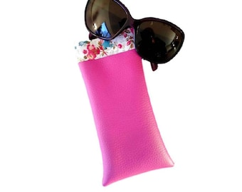 Glasses case for smartphone leatherette fuchsia pink and fabric flowers.