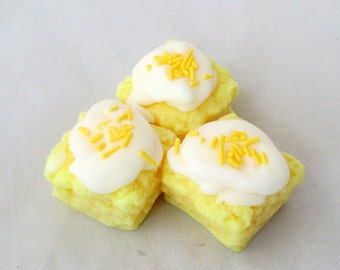 Lemon Pound cake wax melts, lemon wax cake candle, bakery dessert wax tarts, fake food bakery tarts, candle melters, unique gift for friends