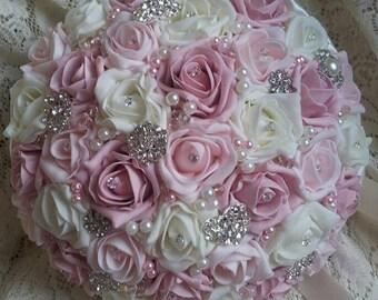 Round brooch bridal bouquet