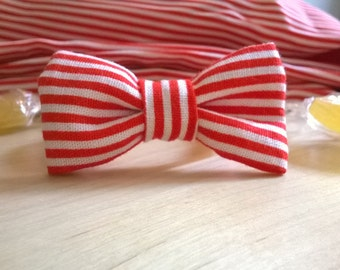 Bracelet knot red and white stripes