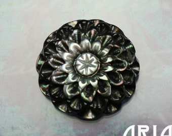 MOTHER OF PEARL: 20mm Black Mother of Pearl Carved 3D Round Mum Cabochon (1)