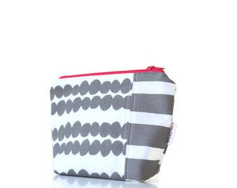 Makeup bag Make up bag Gift for Mom Gifts for her Gifts for mom Gift for sisters Bridesmaids gifts Gifts for women Co-worker gifts