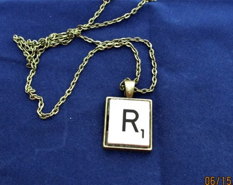 SCRABBLE INITIAL R NECKLACE with chain