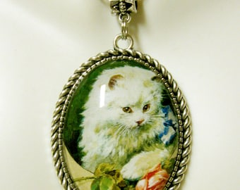 White cat with a rose pendant with chain - CAP09-052