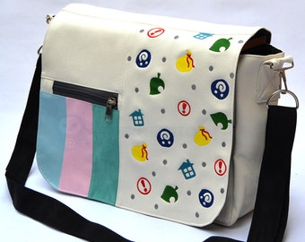 Crossing items messenger bag