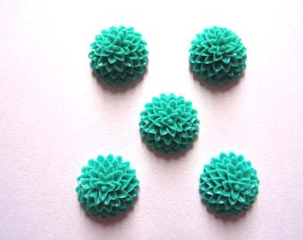 Set of 10 cabochons flowers emerald green color 15 x 6 mm T4