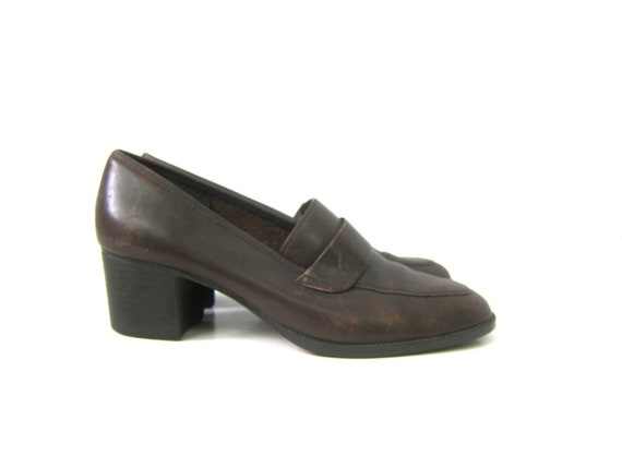 90s Vintage Brown Leather Shoes Chunky stacked Heels Slip on Modern Loafer Shoes Preppy Womens Shoes Size 8.5