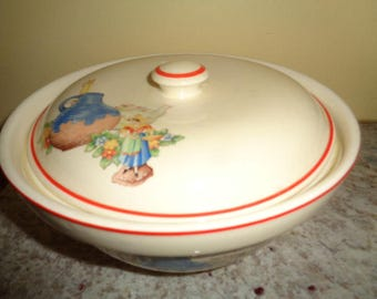 Charming vintage Mid Century  covered casserole Unmarked looks like Homer Laughlin