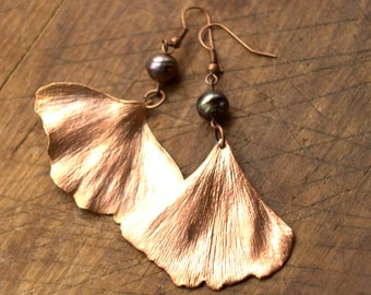 Ginkgo biloba leaf earrings, pearl jewelry, real ginkgo leaves copper electroformed, botanical jewelry, nature inspired, fairy jewellery,elf