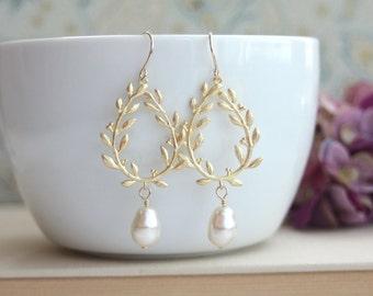 Laurel Wreath Earrings. Cream Ivory Teardrop Pearl Gold Laurel Wreath Earrings. Wedding Earrings, Bridal Earrings, Bridesmaids Gift