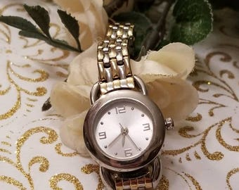 Ladies Wristwatch, Two Tone, Silver and Gold, Link Band, NEW Battery, Silver Watch Face, Analog, NEW BATTERY, Keeping Good Time