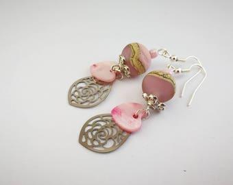 Pink earrings with filigree leaf ref 411