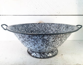 Black and White Spatterware Farmhouse Kitchen Colander/Shabby Chic White and Black Speckled Enamelware Mid-Large Colander/Farmstyle Strainer