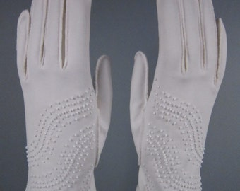6-6-1/4-Classy Vintage White Hand Beaded Gloves-8-1/2 inches long(247g)