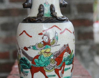 Beautiful Vintage Chinese Porcelain Vase with Marked - Fighting Men
