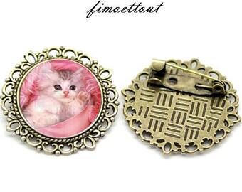 playful kitten pink tone glass cabochon brooch