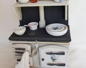 Cocina de madera para casa de muñecas